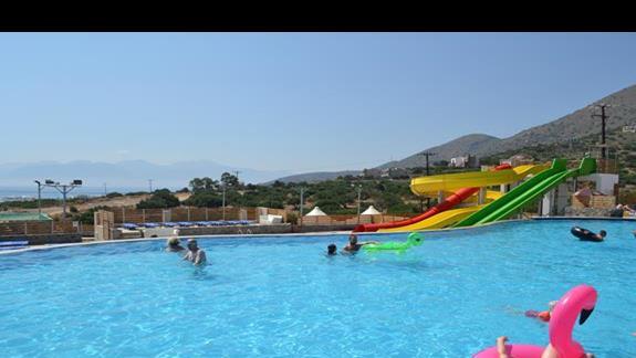 Duże zjeżdżalnie w hotelu Elounda Waterpark Residence