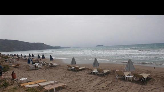 Plaża przy hotelu Caretta Sea View