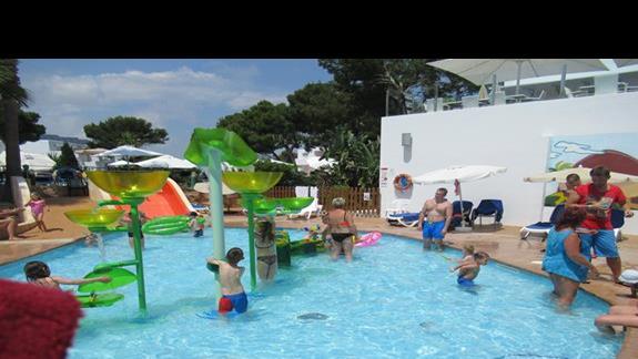 Jeden z dwóch małych basenów dla dzieci
