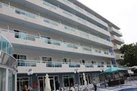 Hotel Santa Monica Playa - widok hotelu od strony basenu w hotelu Santa monica Playa