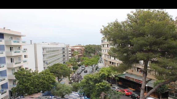 widok z balkonu na miasto w hotelu Santa Monica Playa