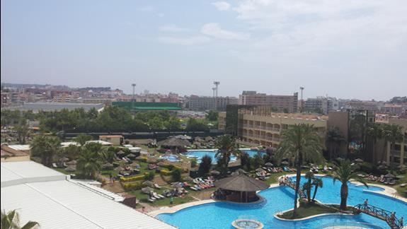 Widok z pokoju na baseny