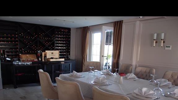 Część restauracji hotelowej