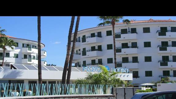 Wejście do hotelu Playa Bonita