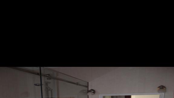 Łazienka w pokóju dwuosobowym
