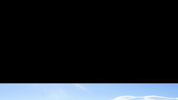 widok z pokoju na teren basenowy