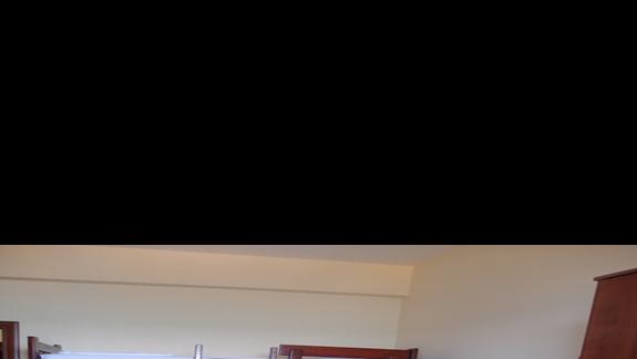 Pokój dwuosobowy z podwójną dostawką w formie piętrowego łóżka