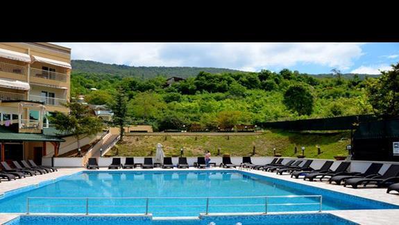 Widok na basen w hotelu Filip