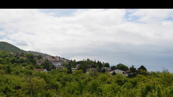 Widok z bocznego balkonu w hotelu Filip