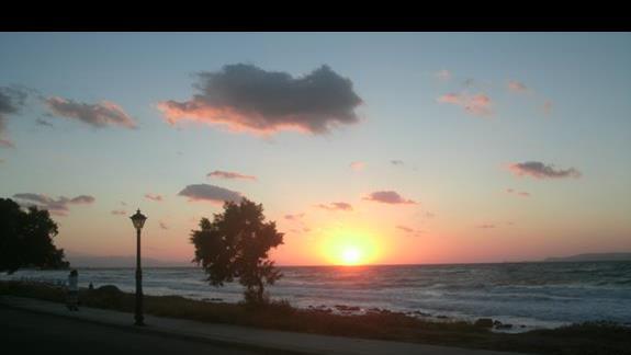zachód słońca na promenadzie