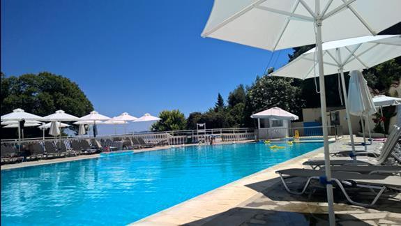 większy basen