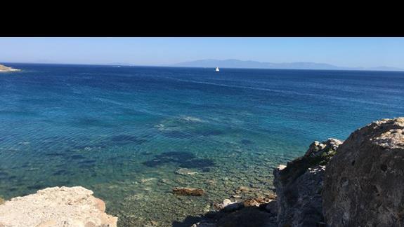 Krystaliczna woda w morzu