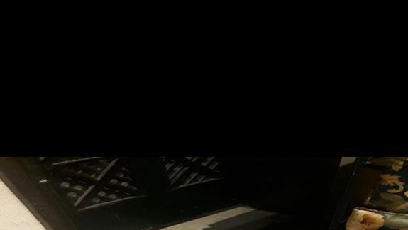 wykladziny w hotelowym korytarzu