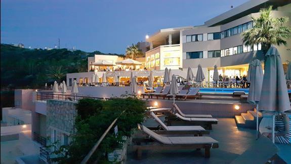 wieczorowa odsłona hotelu Athina Palace