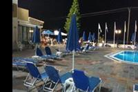 Hotel Koni Village - Basen nocą