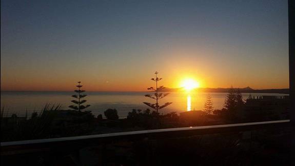 Wschód słońca ( widok z pokoju ( 7 piętro)
