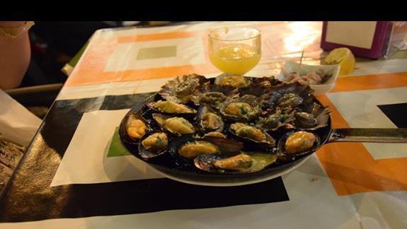 Lokalne jedzenie Lapas I Poncha ( 4-5 Euro + 2Euro)