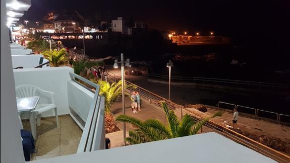 Nocny widok z balkonu