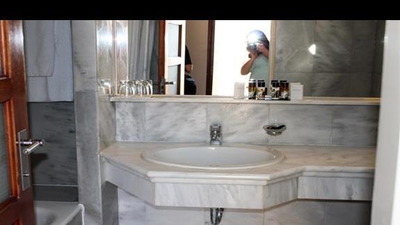 Pokój standard bungalow -  łazienka