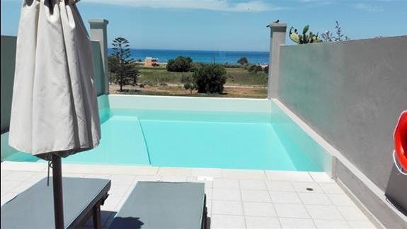 Pokój rodzinny superior z prywatnym basenem z widokiem na morze