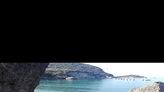 Zatoczka przy plazy , przejście dwa metry wodą