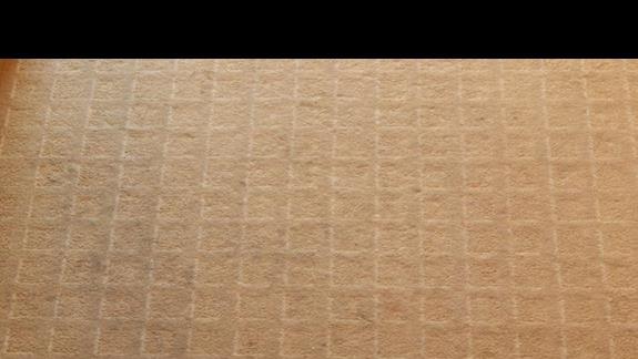 zaplamiony i zniszczoy dywan