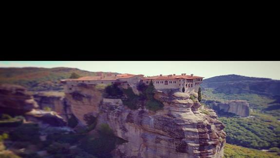 Meteory, klasztory dostępne do zwiedzania na szczytach gorskich
