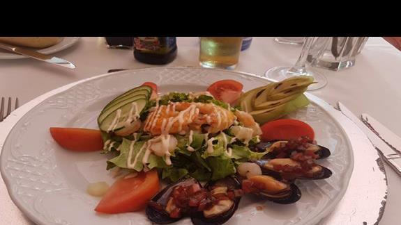 Restauracja hotelowa, posiłki wliczone w cenę wycieczki