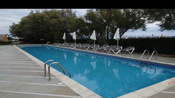 Jeden z basenów, bezpośrednio przy plaży