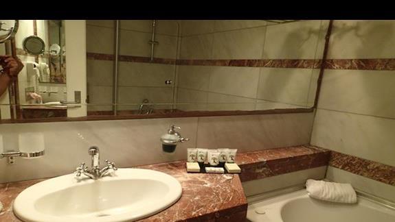 Łazienka w pokoju typu DBL