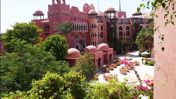 Widok z balkonu (wg oferty widok na ulicę)