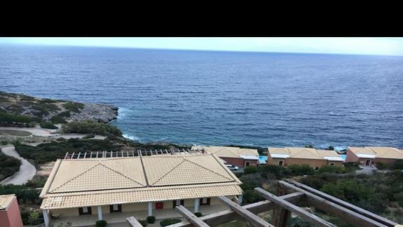 Widok z hotelu Apostolata Island Resort&Spa