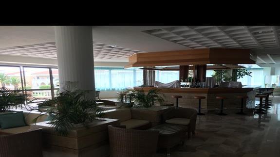 Lobby bar w hotelu Cephalonia Palace