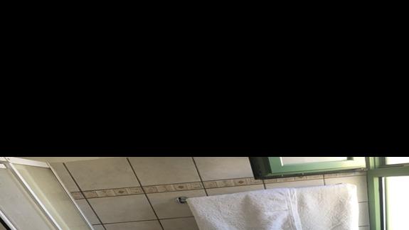 Łazienka w pokoju w hotelu Livadaki Village