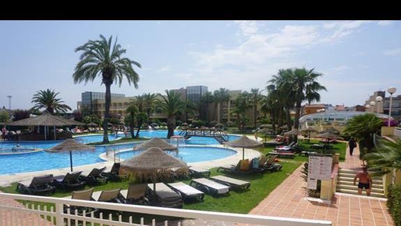 teren hoteloy przy basenie
