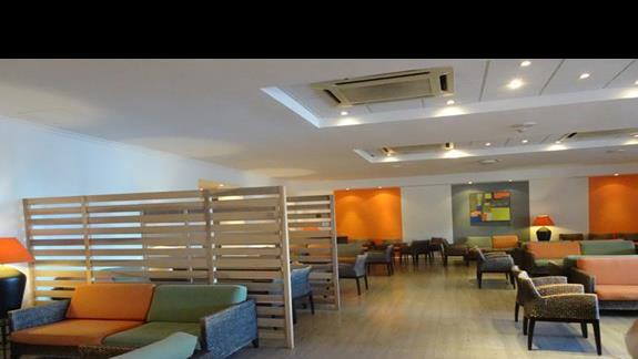 lobby w hotelu Mellieha Bay