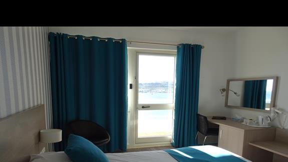 pokój standardowy w hotelu Mellieha Bay