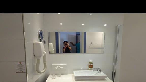 lazienka w pokoju standardowym  w hotelu Seabank