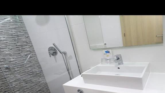 łazienka w pokoju standardowym  w hotelu Santana