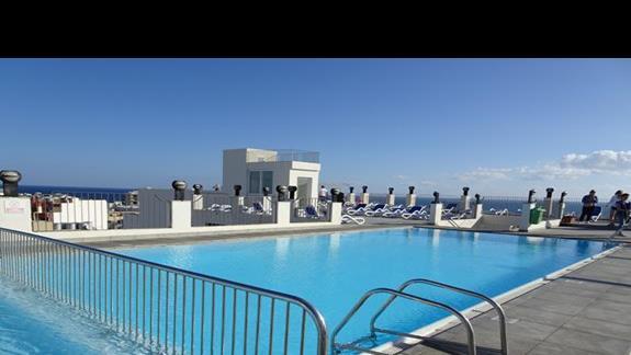 basen w hotelu Santana