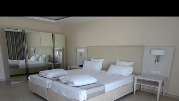 pokój standardowy w hotelu Maritim