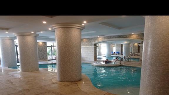 basen kryty w hotelu Maritim