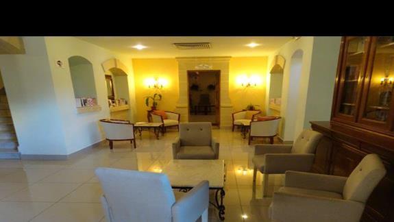 lobby w hotelu Sunflower
