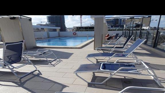 basen zewnętrzyny w hotelu Alexandra