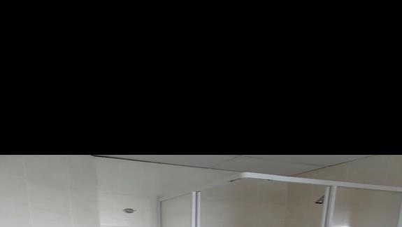 lazienka w pokoju standardowym  w hotelu Plaza