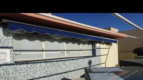 bar na dachu czynny w sezonie letnim w hotelu Plaza