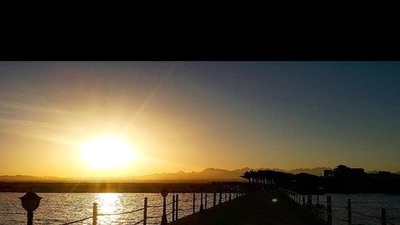 widok na zachodzie słońca