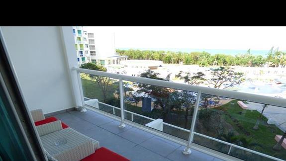 balkon w pokoju