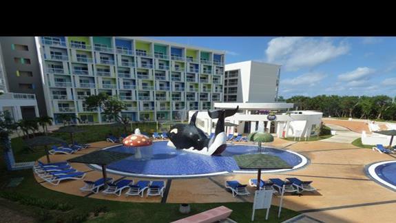 basen z atrakcjami dla dzieci