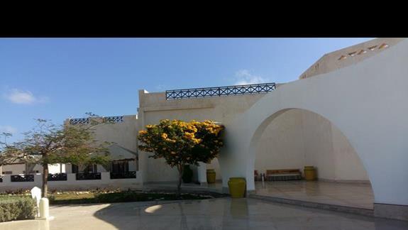 wejście do hotelu Hilton Marsa Alam Nubian Resort
